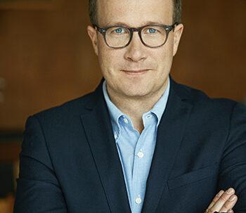 Maailma kylässä -festivaalin pääpuhuja on Aulan kirjailija Andri Snær Magnason