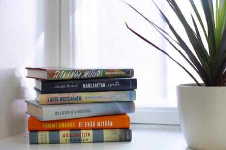 Aulan blogi: Kaunokirjat vievät lukijan toisiin maailmoihin